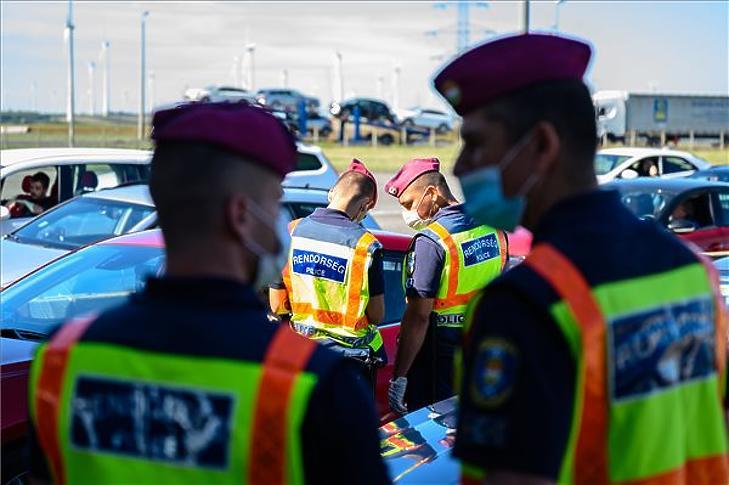 A rendőröknek is az ügynökség szerzi be a szükséges eszközöket (A kép illusztráció - fotó: MTI / Vasvári Tamás)