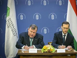 Zuhant a magyar GDP, de a miniszter elégedett