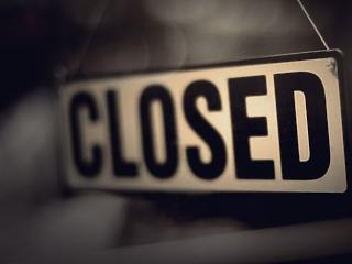 Életbe lépett a törvény: vasárnap zárva maradnak a boltok