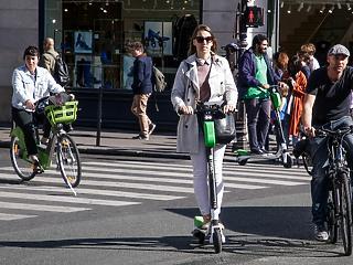 Párizsnak elege van – megzabolázzák az elektromos rollereket