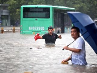 Satufékezett a kínai gazdaság az energiakrízis, az árvizek és a korona-gócok miatt
