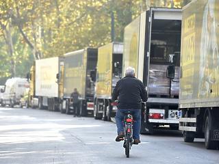 Aggódnak a kamionosok – munkahelyek tízezrei kerültek veszélybe