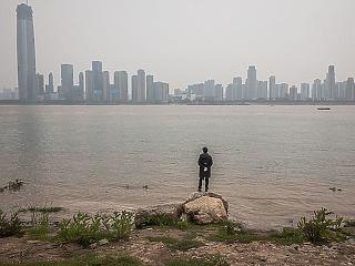 Pozitív karanténhatás:  kevesebben halnak meg, mert jobb lett a levegő