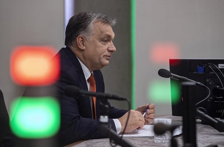 Orbán Viktor a Kossuth Rádió stúdiójában, még egy korábbi alkalommal. (Fotó: MTI/Szigetváry Zsolt)