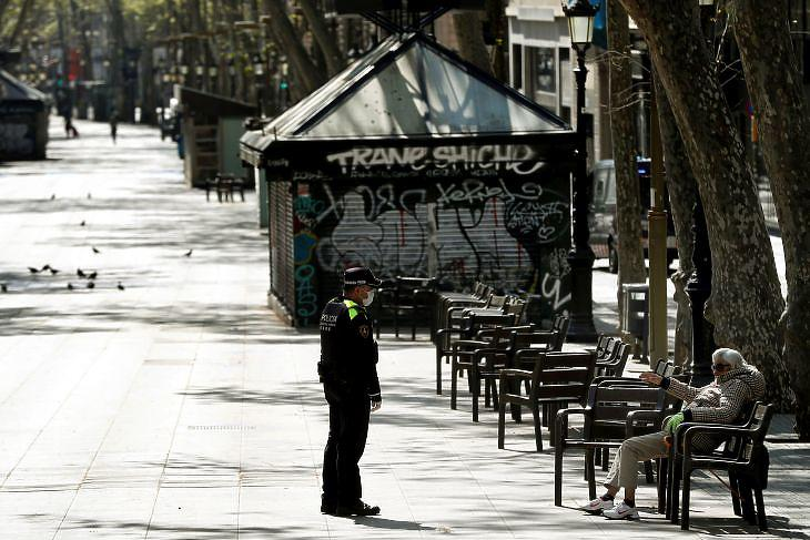 A kihalt Rambla Barcelonában 2020. március 29-én. EPA/Toni Albir
