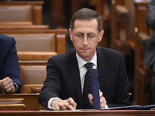 Hiába borúlátóbb már Varga, a kormány továbbra is 3 százalékos recessziót vár