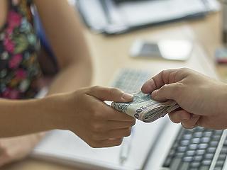 Feltűnően rácuppantak a hitelekre a magyarok