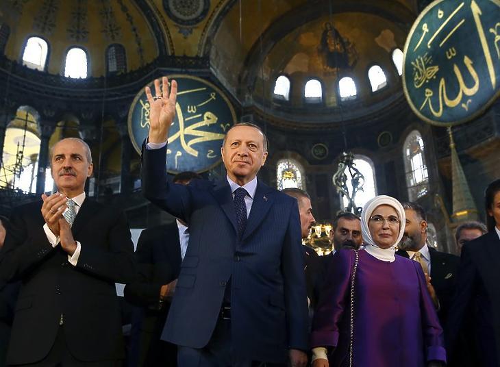 Recep Tayyip Erdogan muszlim imán vesz részt a Hagia Szophiában 2018. március 31-én. Illusztráció. (Fotó: Kayhan Ozer / Pool Photo via AP)