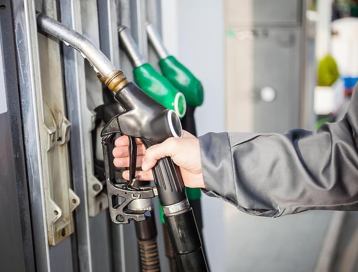 Lehet, hogy az 500 forintos üzemanyagárak sincsenek már messze? Fotó: MTI