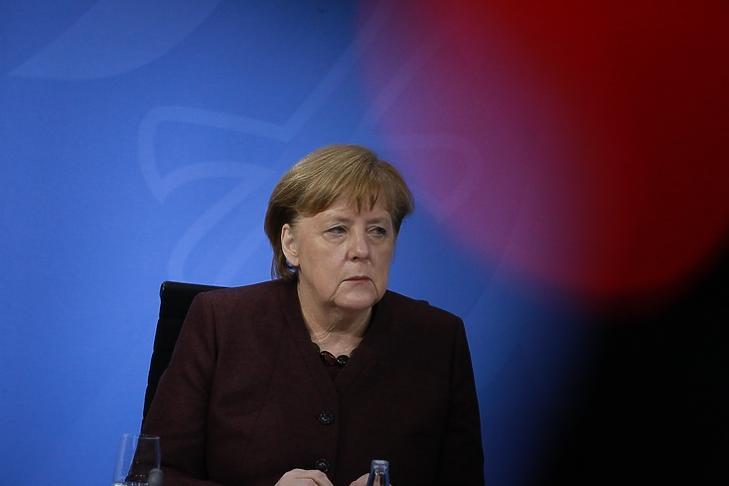 Angela Merkel a korlátozások meghosszabbítását bejelentő sajtótájékoztatón Berlinben 2021. február 10-én. (Fotó: EPA/CHRISTIAN MARQUARDT)