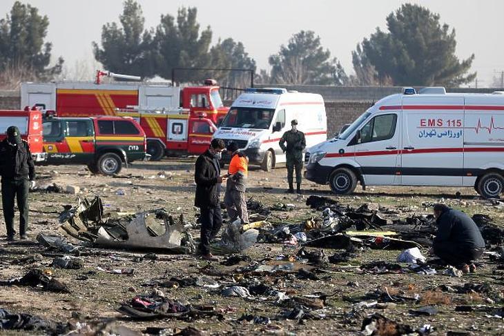 Rejtélyes fénycsóva az égen – miért zuhant le az ukrán gép Iránban?
