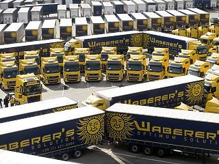Meghintik a piacot – rengeteg papírt szór ki a Waberer's
