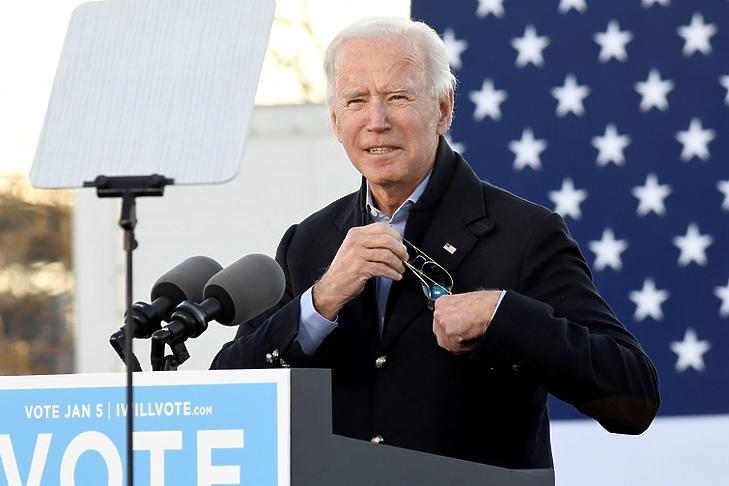 Embert próbáló feladat: Joe Biden egy demokratapárti kampányrendezvényen Atlantában 2020. január negyedikén. EPA/EDWARD M. PIO RODA
