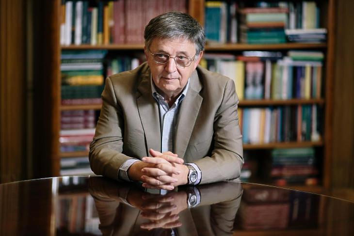 A matematikusok Nobel-díjaként jegyzett Abel-díjat kapta Lovász László, az MTA volt elnöke