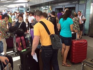Horror történetek a fapados légitársaságokkal – így mentenek meg az új utasbiztosítások