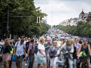 Betiltotta a korlátozások elleni tüntetéseket a berlini rendőrség