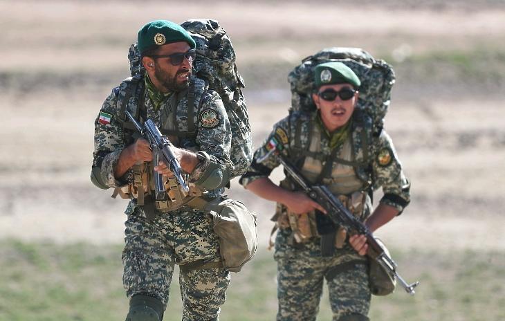 Hadgyakorlat Irán északnyugati részén, az azerbajdzsáni határ közelében 2021. október 1-jén. (Fotó: MTI/EPA/Iráni hadsereg)