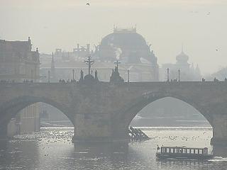 Prága előttünk jár: ingyenessé teszik a teljes tömegközlekedést a szmogos napokon