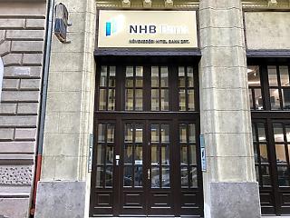 Bajban Matolcsy unokatestvérének bankja: kik vezetik itt számlájukat?