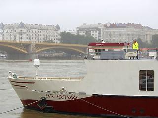 Új fotók: ilyen volt ma reggel a hajókatasztrófa helyszíne