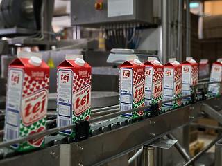 Valaki direkt szennyezi a tejeket az Auchanban – ezekkel a termékekkel biztosan baj van