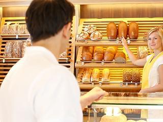 Mennyit keresnek a bolti eladók? Így nőttek a fizetések