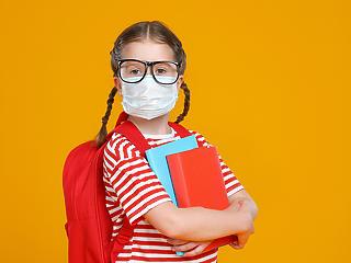 Egészségkárosító a gyerekeknek az egésznapos maszkviselet