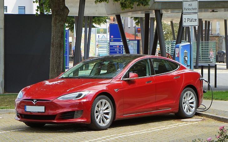 Megvan a billió dolláros Tesla, akkumulátor-fémekért ölik egymást a bányászok