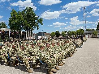 Tartalékos katonák lehetnek a kirúgott minisztériumi dolgozók