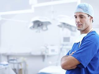 Forrongó orvostársadalom: éles vélemények a közösségi oldalakon is