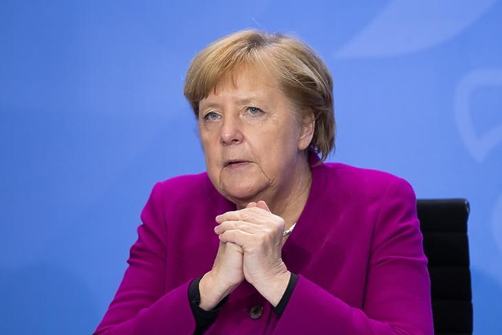 Angela Merkel a koronavírus ellenes korlátozásokról tartott sajtótájékoztatón Berlinben 2020. október 14-én. EPA/HAYOUNG JEON