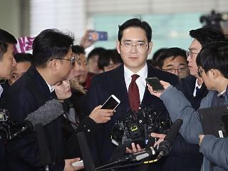 Váratlan fordulat: felmentették a Samsung vezérét