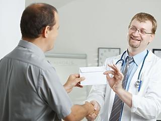 Hány magyar orvos akar külföldre menni?