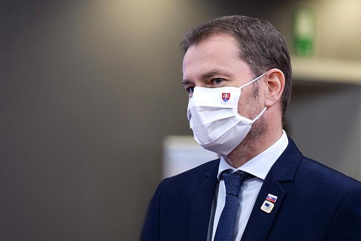 Igor Matovic szlovák kormányfő: szerinte akkor is megéri tesztelni, ha az eredmény nem pontos. EPA/JOHANNA GERON