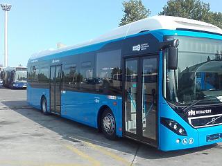 40 használt hibrid busz áll forgalomba Budapesten