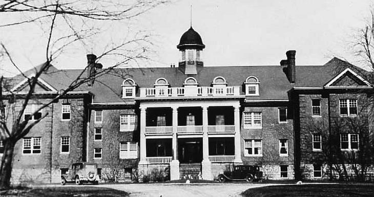 A Mohawk Intézet - az első bentlakásos iskola, amelyet az őslakosok számára hoztak létre (Forrás: Wikimedia Commons/Public Domain)