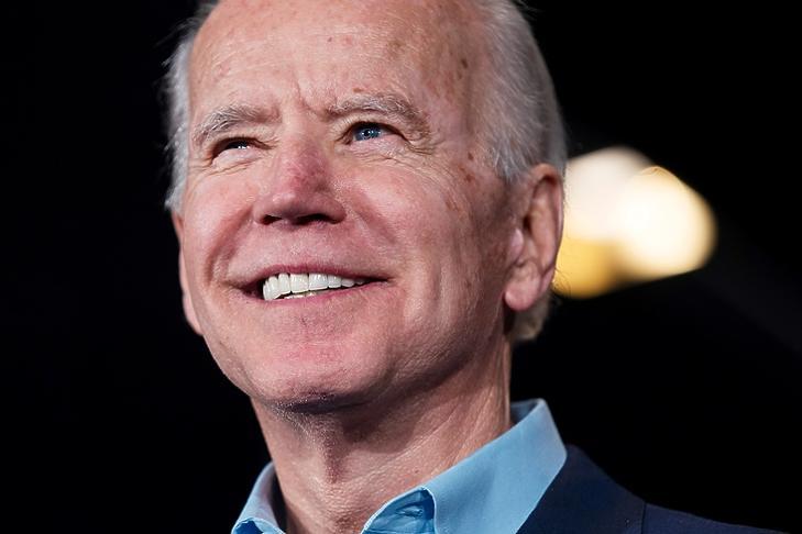 Az új elnök mosolya? Joe Biden egy kampányrendezvényen Des Moinesben (Iowa) 2020. február 3-án. EPA/JIM LO SCALZO
