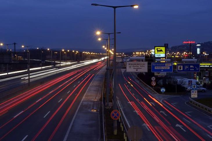 Már készülnek az önvezető autókra a magyar autópályákon