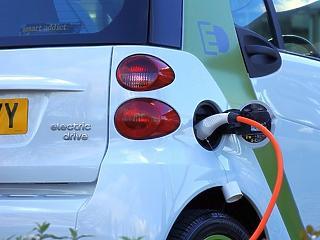 Hat országban egységes fizetési megoldást vezet be az e-autó töltésre a Mol