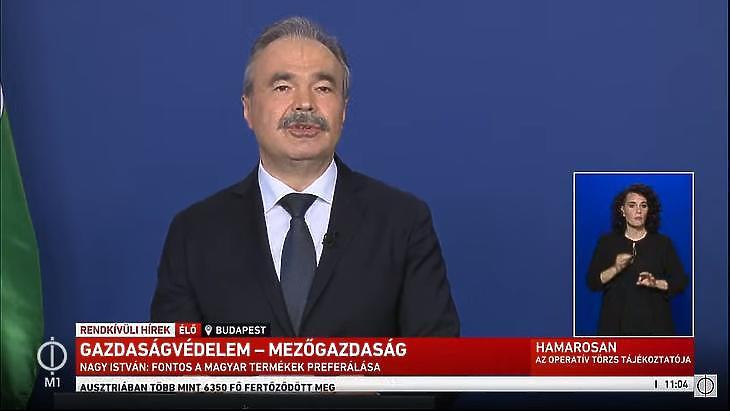 Nagy István agrárminiszter beszél az operatív törzs április 14-i sajtótájékoztatóján. (Forrás: M1)