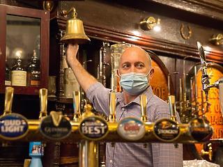 Sci-fi-szerű korlátozások jönnek Angliában a koronavírus miatt