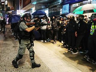 Tüntetés, Molotov-koktél, leváltás – forrnak az indulatok Hongkongban