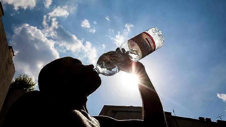 Nagyon fontos a rendszeres vízbevitel. (Fotó: MTI)