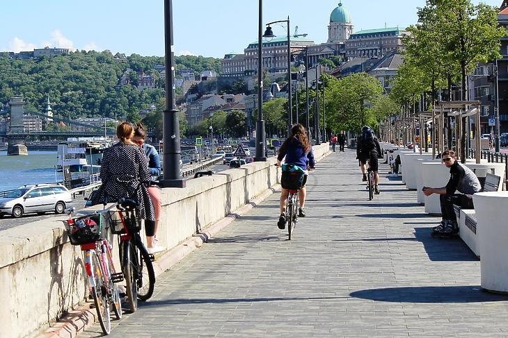A Duna-part a Batthyány térnél 2020. május 3-án. (Fotó: Wéber Balázs/Privátbankár.hu)