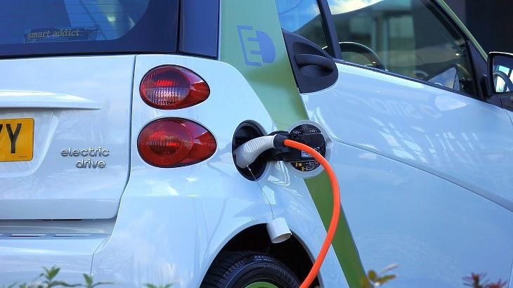 Elektromos autó (Pixabay.com)