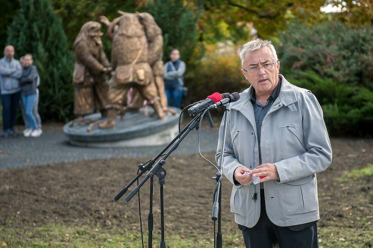 Hargitai János, a térség fideszes országgyűlési képviselője beszédet mond a megújult mohácsi Deák tér átadásán 2020. október 30-án. MTI/Sóki Tamás