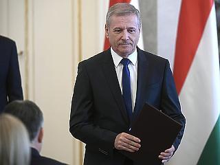 Orbán minisztere elárulta, miért kell milliárdokat nyomni a hadseregbe