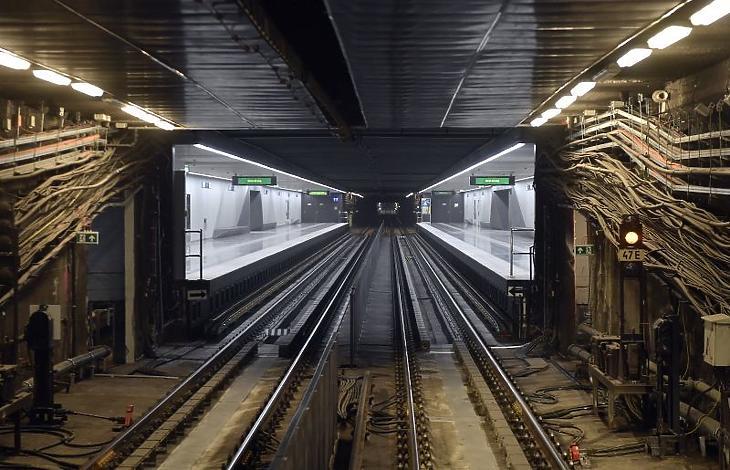 Átadták a 3-as metró felújított szakaszát