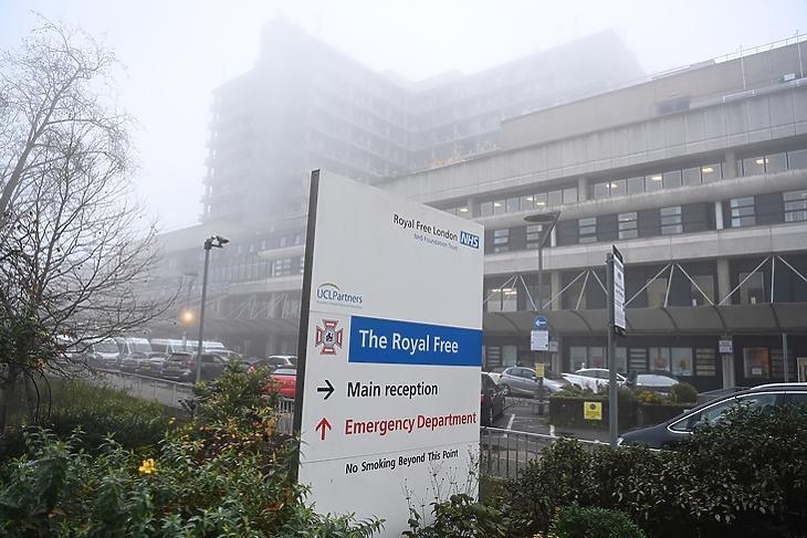 A héten 70 kórház kaphat a vakcinából: a londoni The Royal Free Hospital 2020. december 8-án. EPA/NEIL HALL