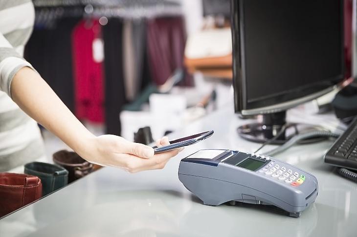 Készpénz, bankkártya, okostelefon – mivel fizetnek a magyarok?